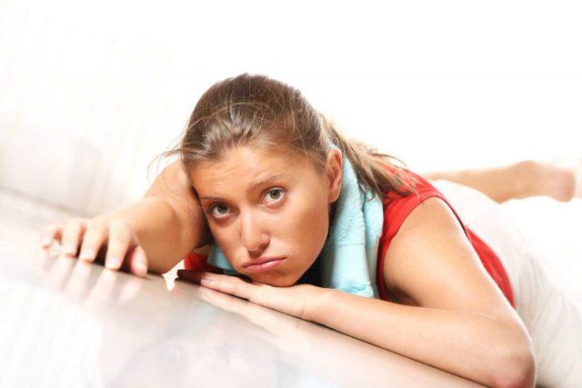 грустная девушка после упражнений